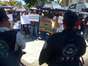 protesta de haitianos frente al palacio