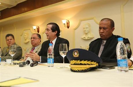 Gobierno crea comisión para vigilar proceso de compras y contrataciones de la Policía