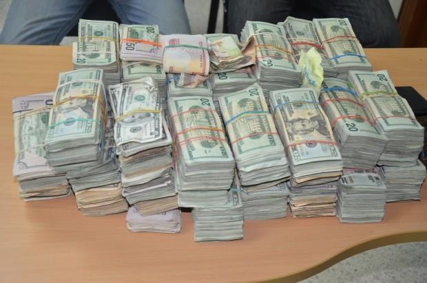 apresan 2 hermanos con más de 300 mil dólares en el Ensanche Piantini