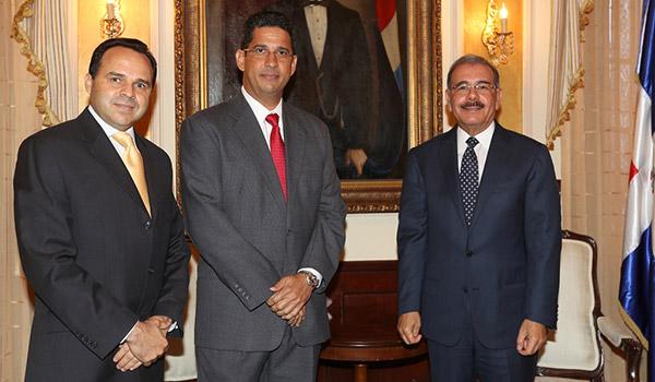 Presidente Danilo Medina recibe visita ejecutivos compañía Brugal