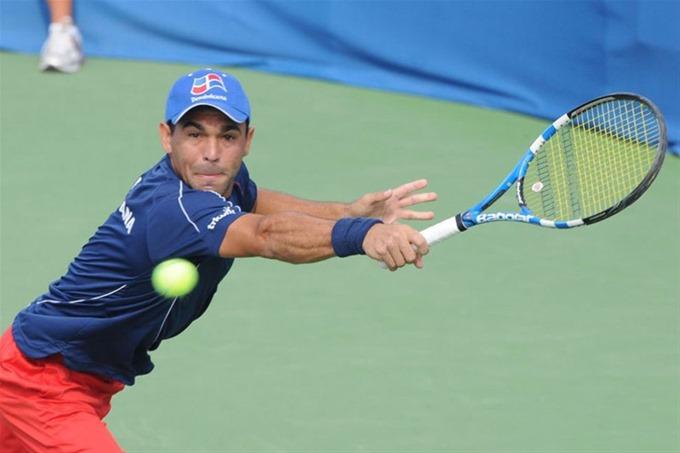 Tenista Víctor Estrella cerca de la clasificación al US Open