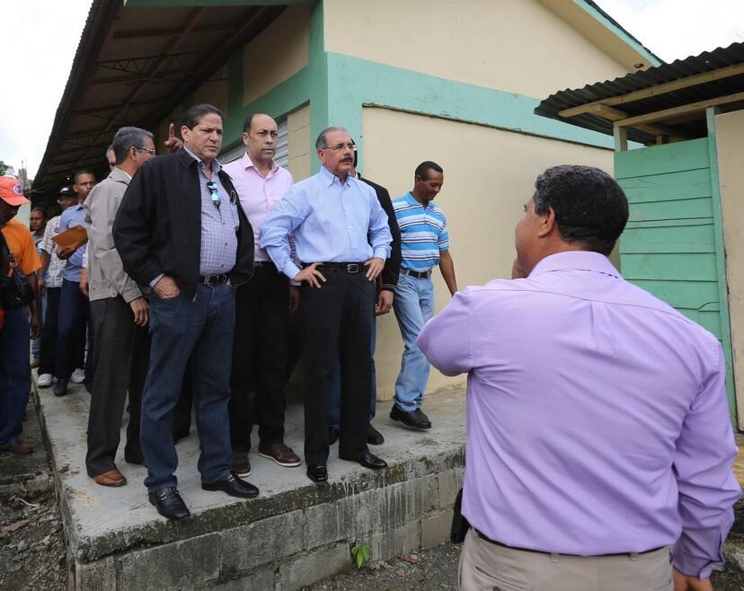 DM se compromete con ampliar escuela y desarrollar proyectos agrícolas en Villa Tapia