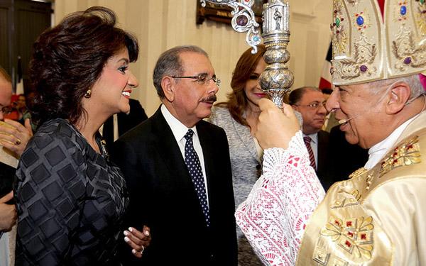 Obispo de Santiago elogia plan de alfabetización del presidente Medina