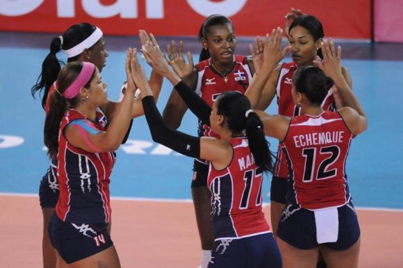 RD viene de atrás y derrota a Italia en Grand Prix de Voleibol femenino