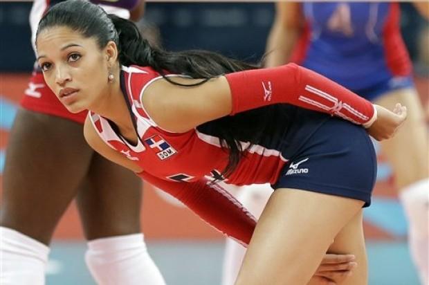 Escogen a Brenda Castillo como mejor defensa en ronda preliminar del GP de Voleibol