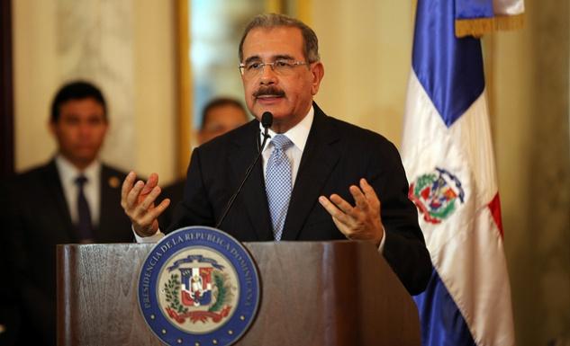 Presidente Medina logra acuerdo con dueños de solares para construir escuelas