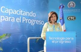 Vicepresidenta inaugura Centro Tecnológico Comunitario en Barahona