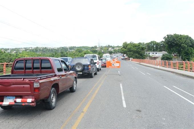 Obras Públicas inicia reparación Puente Río Haina