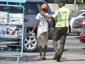 """AMET retira a """"limpiavidrios"""" y vendedores de algunas avenidas"""