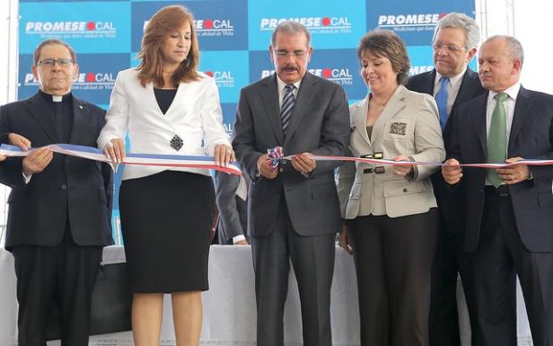 Presidente Medina inaugura moderno centro de acopio de medicamentos en Santiago