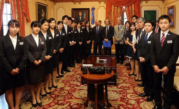 Estudiantes japoneses visitan al presidente Danilo Medina