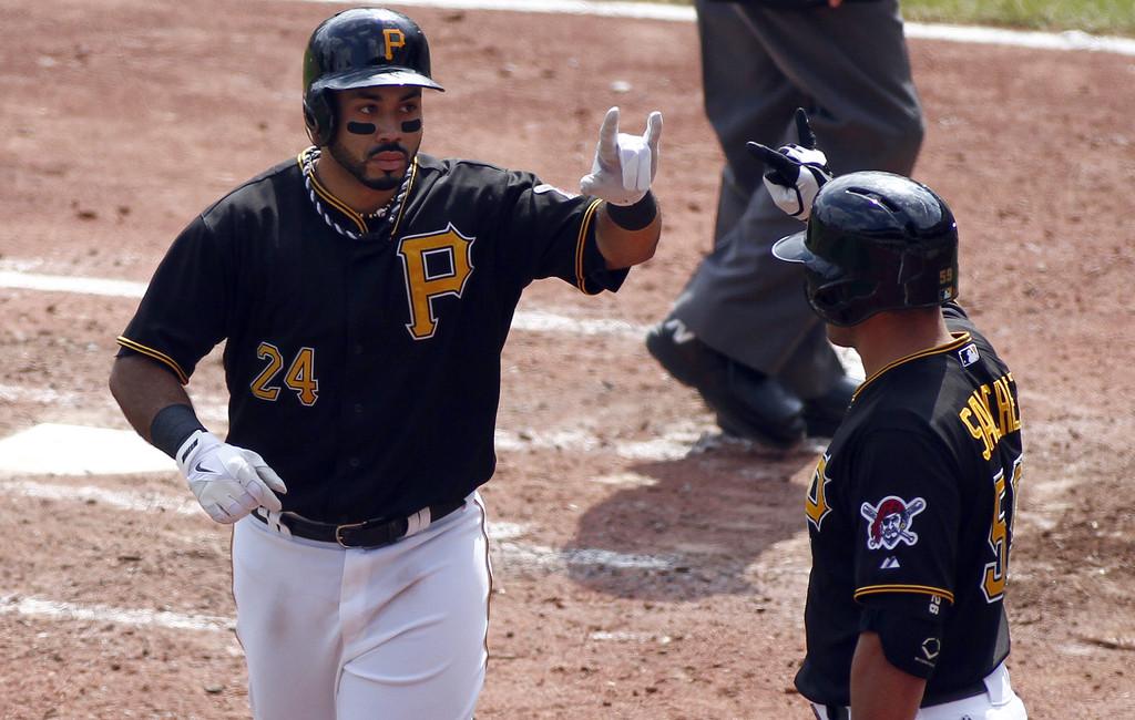 Álvarez dispara jonrón 34 en paliza de Piratas sobre Arizona; Gómez también la saca
