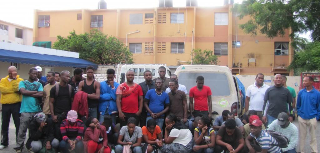 Marina detiene a 34 haitianos y 6 dominicanos pretendían ir en una yola a PR