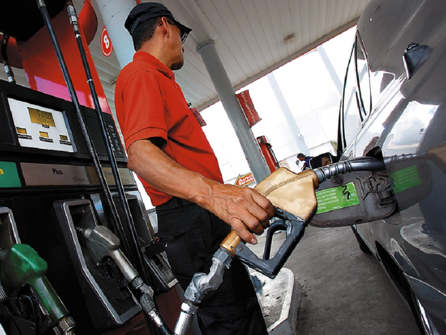 El Gobierno vuelve a congelar los precios de los combustibles