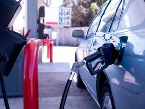 El Gobierno baja entre RD$2.70 y RD$2.90 a los precios de las combustibles, gas natural seguirá igual