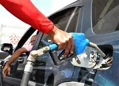 El gobierno baja los precios de los combustibles, excepto el gas natural