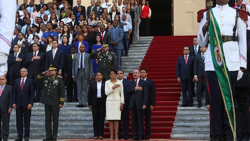 Presidente Medina y su gabinete rinden tributo a la Bandera Nacional