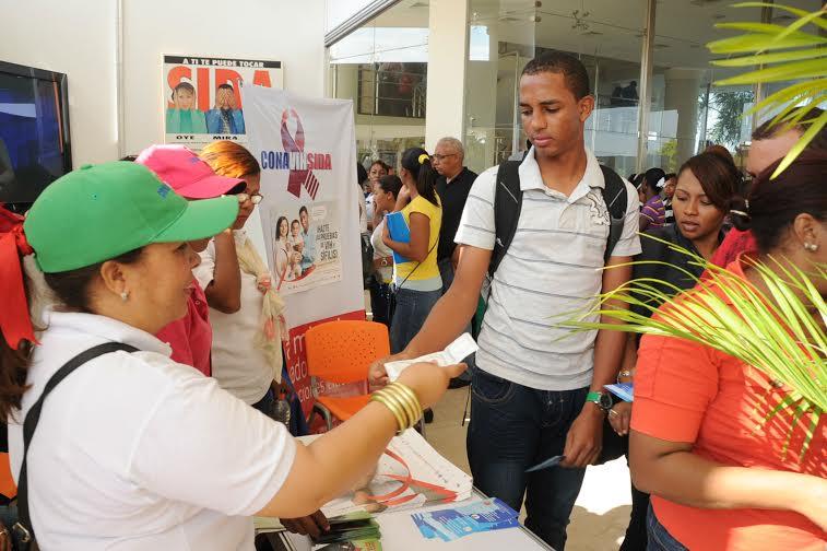 UASD, Ministerio de Salud y CONAVIHSIDA realizaron tercera feria de Salud Sexual y Reproductiva en Barahona