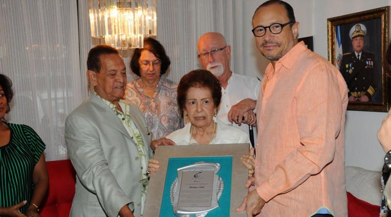 Ministerio de Cultura rinde homenaje a Monina Solá por su fecunda obra teatral