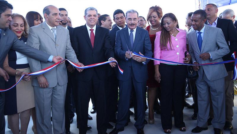Presidente Medina entrega dos estancias infantiles en Moca