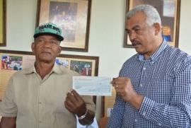 FEDA entrega RD$ 13 millones a asociaciones de productores de Hato Mayor