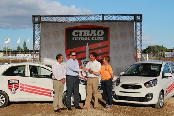 Grupo Viamar entrega de vehículos al Cibao Fútbol Club