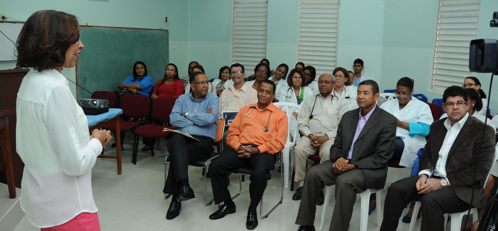 """Dictan conferencia sobre """"anemia falciforme"""" en Hospital Infantil Santo Socorro"""