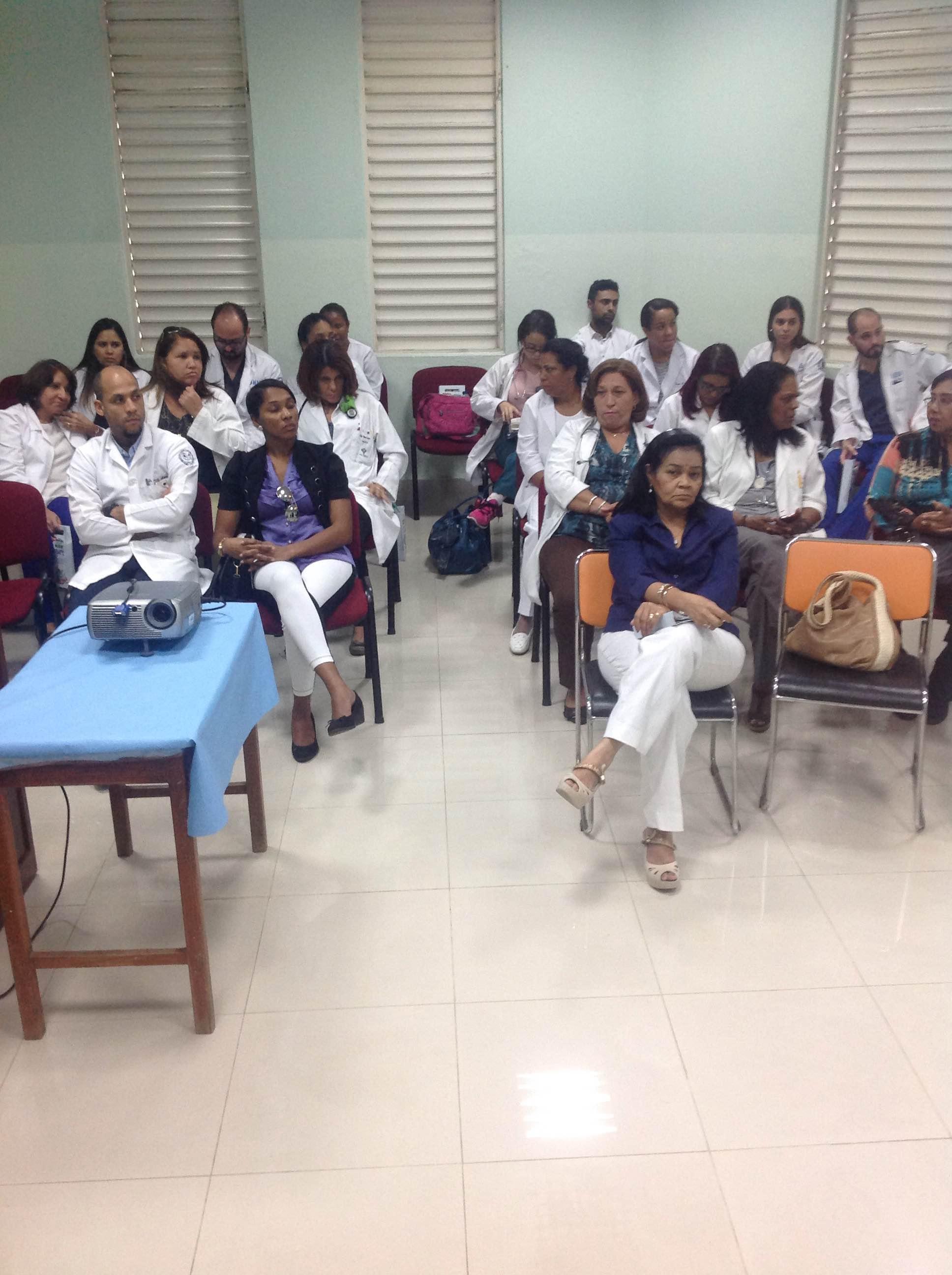 """Dictan conferencia sobre """"neumonías"""" en Hospital Santo Socorro"""