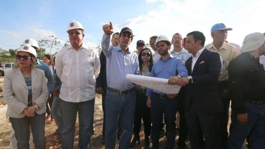 Primeras seis empresas arrancan construcción de viviendas de Ciudad Juan Bosch