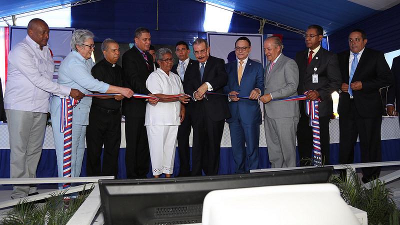 Presidente Medina entrega Centro de Diagnóstico y Atención Primaria en Nagua