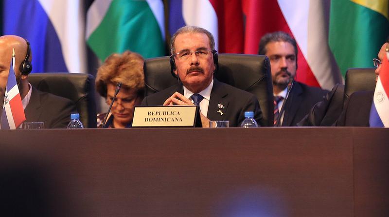 Presidente Medina pide a países desarrollados equilibrar carga del narcotráfico