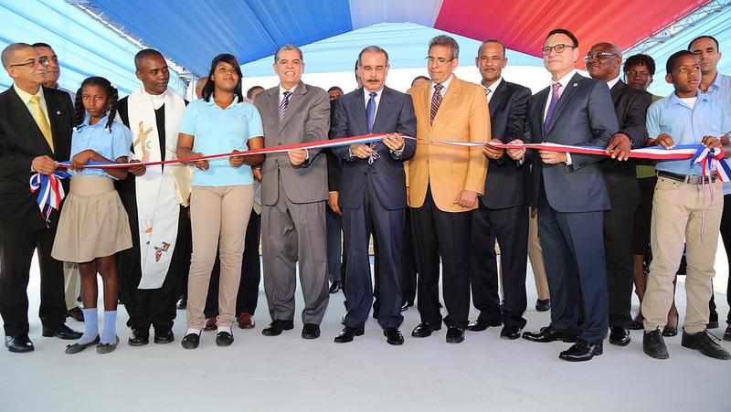 Presidente Medina inaugura dos escuelas y un Centro de Atención Primaria en Monte Plata