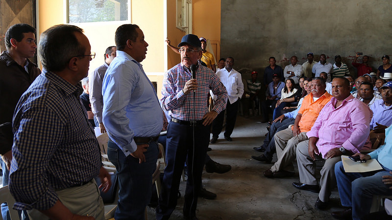 Presidente Medina ordena rehabilitar una factoría de arroz en San Juan y financiar 4,000 tareas de aguacates