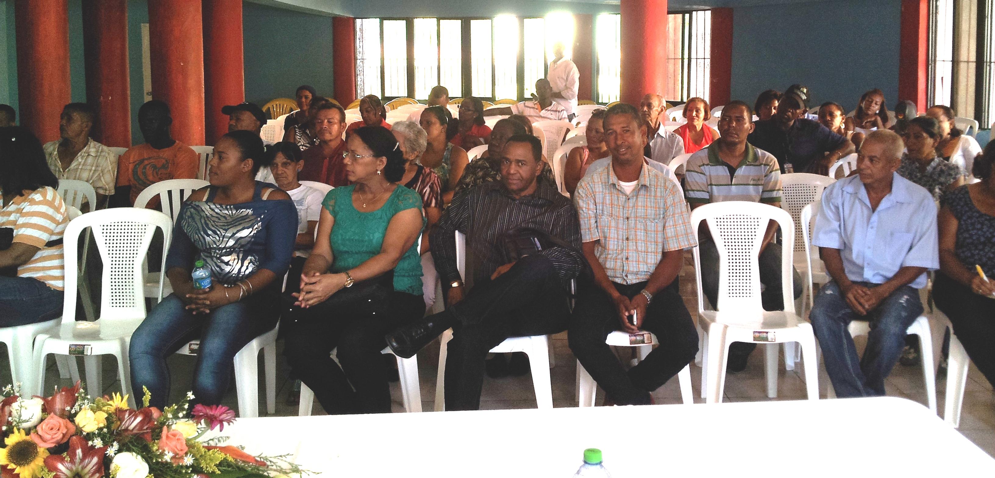 Autoridades del Hospital Santo Socorro se reúnen con comunitarios