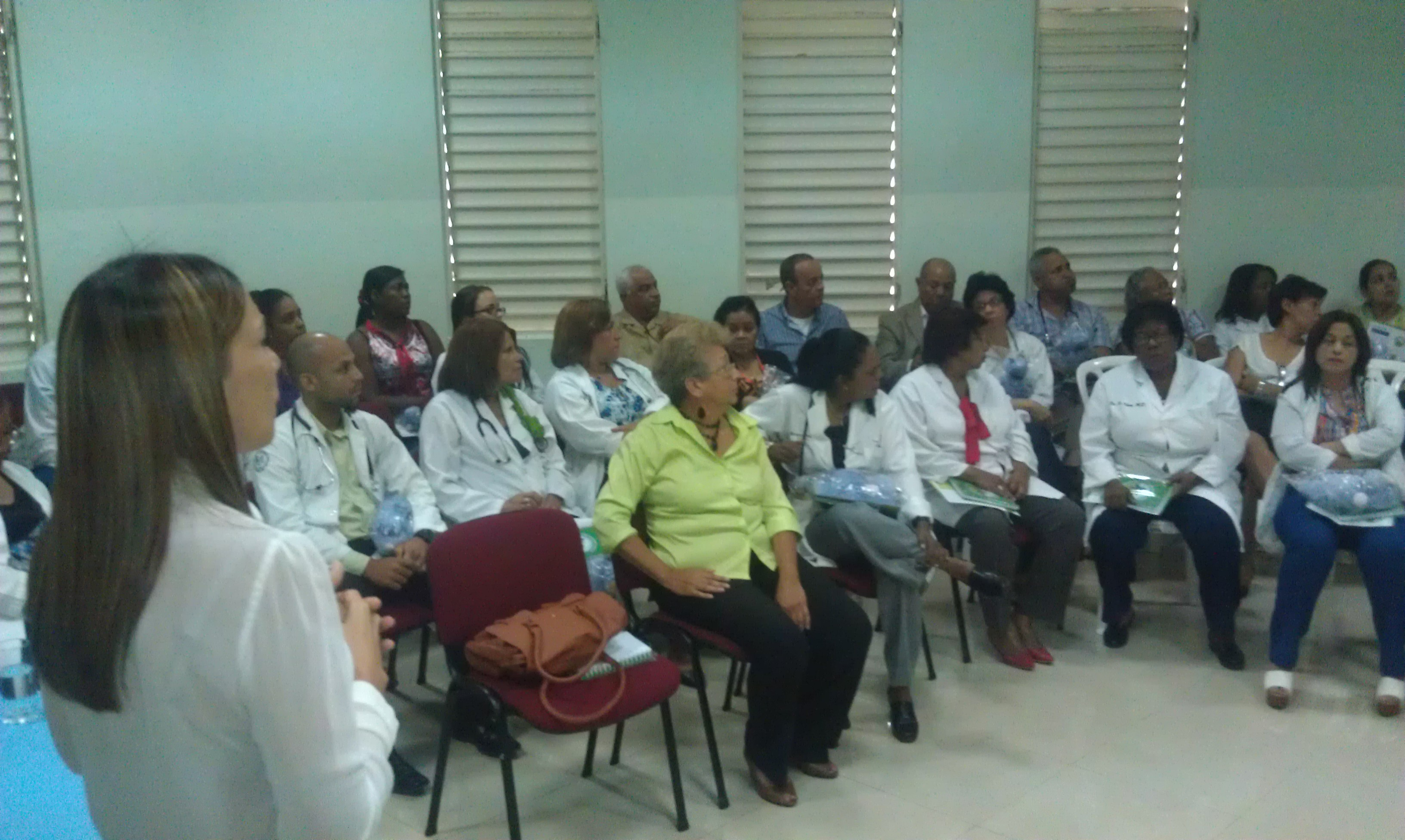 """Dictan conferencia sobre """"obesidad infantil"""" en Hospital Infantil Santo Socorro"""