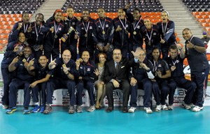 Presidente Medina felicita al equipo voleibol femenino por oro en Sub-20