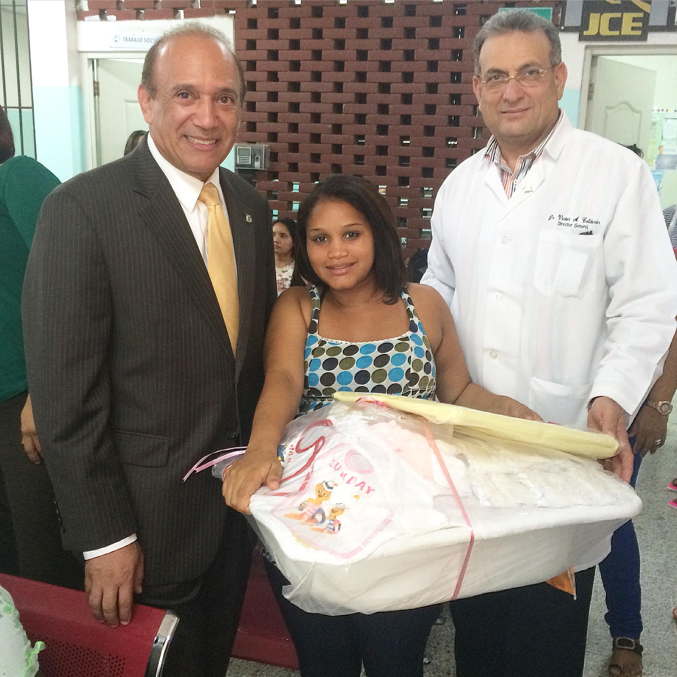 Maternidad de los Mina entrega canastillas con motivo del Día de las Madres