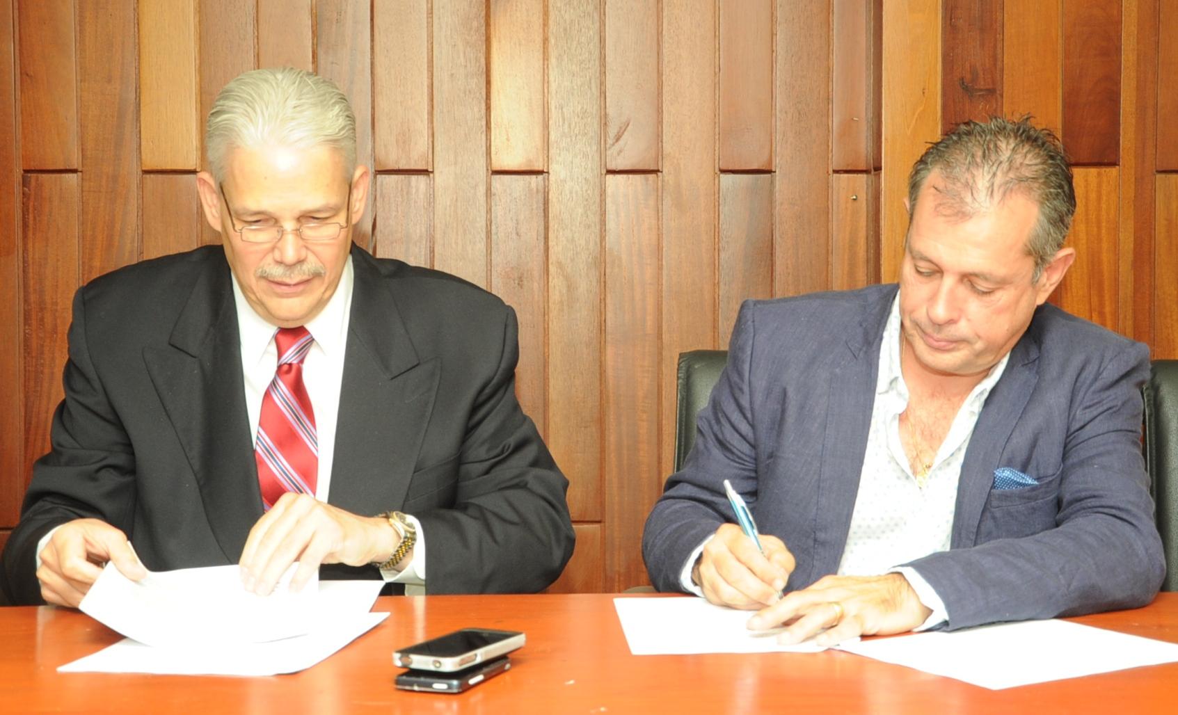 Salud Pública firma convenio de cooperación con Hospital Henry Duffaut y Comisión Médica de Francia