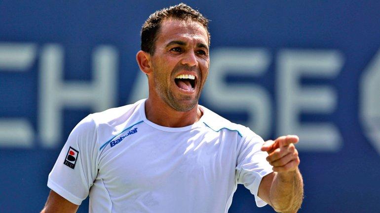 Víctor Estrella debuta con victoria en Wimbledon