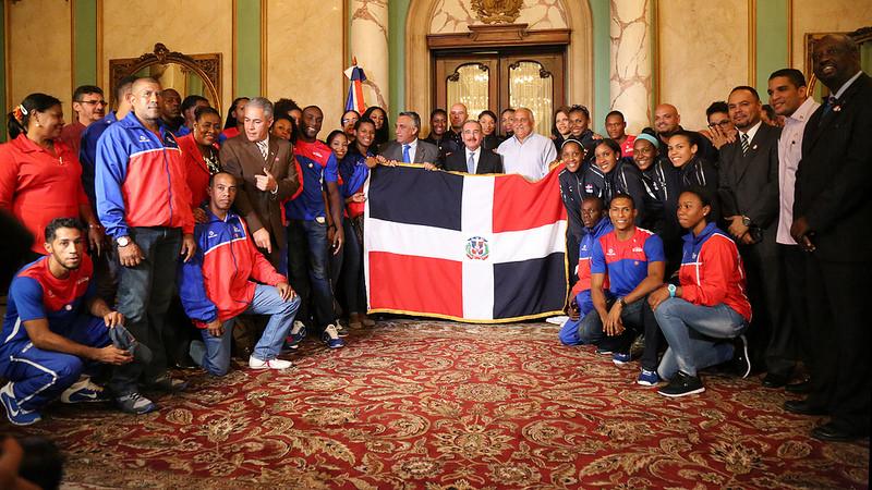Presidente Medina entregó la bandera a deportistas representarán al país en Toronto para Juegos Panamericanos